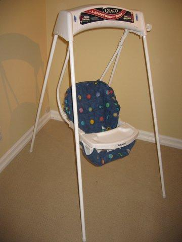 Manual wind up baby swing